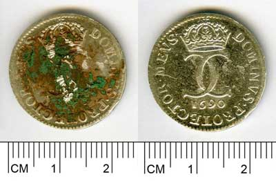 A coin from group A (SM10588:877) before (a ) and after (b ) treatment with sulphuric acid.